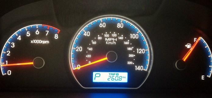 Werkstraf voor automobilist die waarschuwingen bandenspanning negeerde