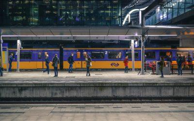 Europees onderzoek SWOV: trein en vliegtuig veiligste wijzen van vervoer auto 15 keer risicovoller